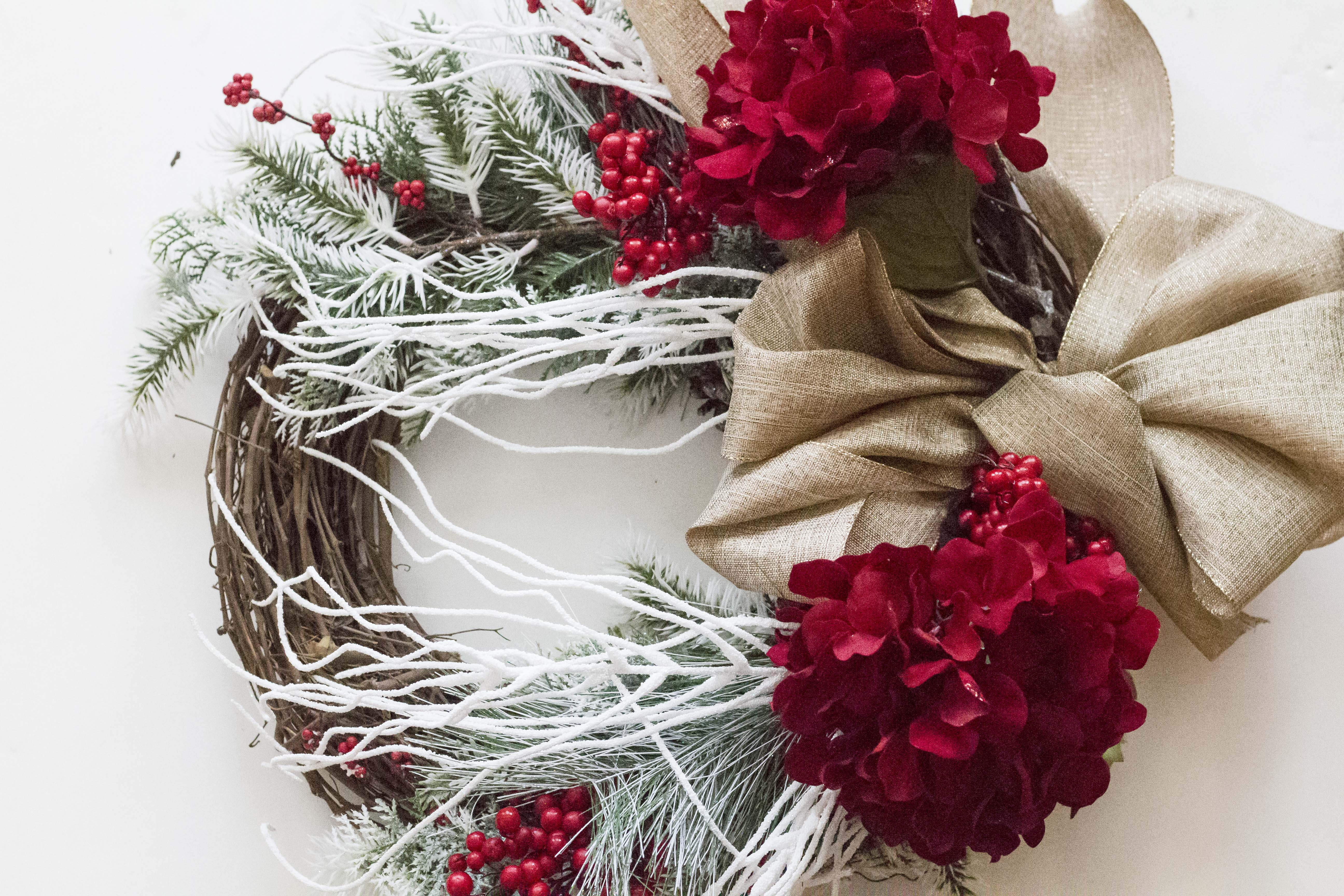 Red And White Christmas Wreath.Try This Red And White Christmas Wreath Tutorial