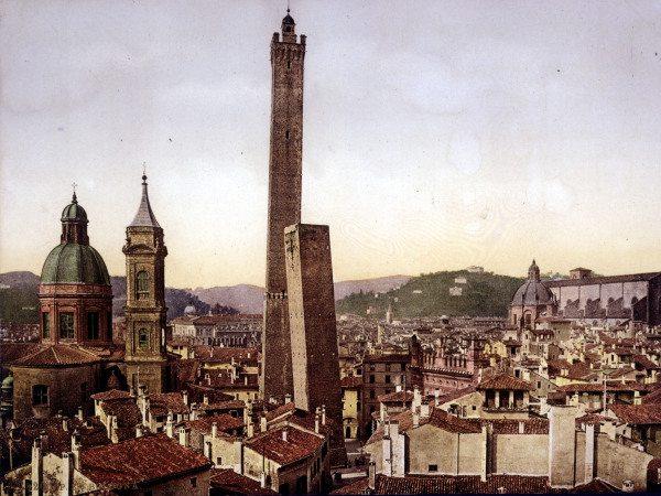Bologna, City centre a. Torre Asinelli - Artist Artist en ...