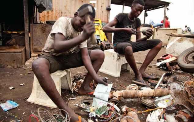 Agbogbloshie, come si vive nella più grande discarica di rifiuti elettronici d'Africa - L'Espresso