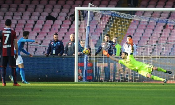 Arbitro e Napoli piegano il Bologna: 3-1