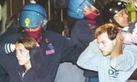 G8, sospesi per pochi mesi gli agenti condannati per la Diaz