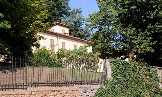 Villa Gernetto Morto Il Giardiniere Al Lavoro Nella