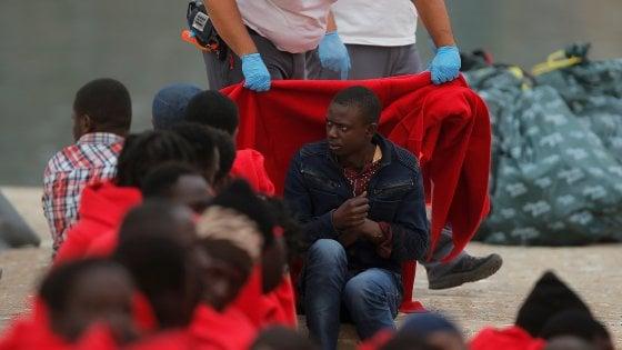 """Migranti, ong nel mirino nel mar Mediterraneo: """"Attaccata la solidarietà"""""""