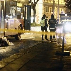 Roma, incidente in piazza Risorgimento: un autobus travolge e uccide un pedone