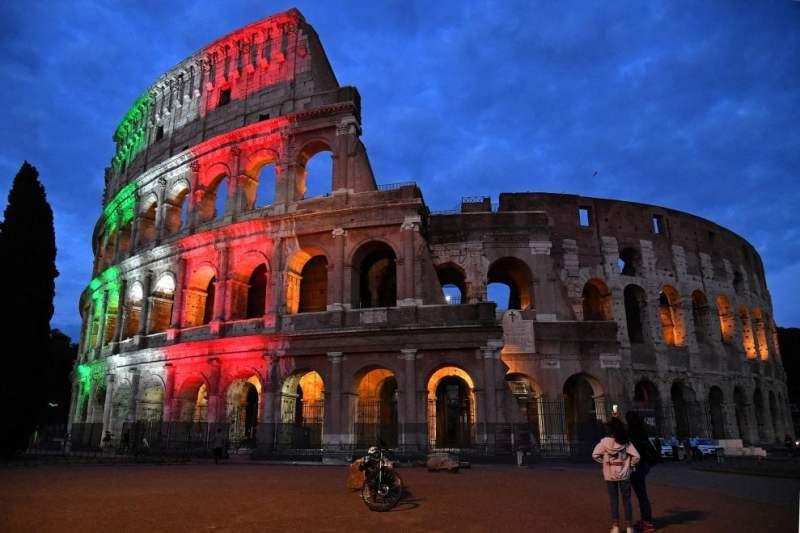 Roma, Colosseo tricolore: la riapertura dopo il lockdown - la Repubblica