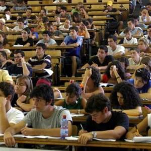 I maturandi credono ancora nell'università. E non temono il contratto a tempo determinato