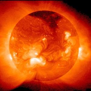 """""""Super tempesta solare in arrivo, i governi si preparino"""""""