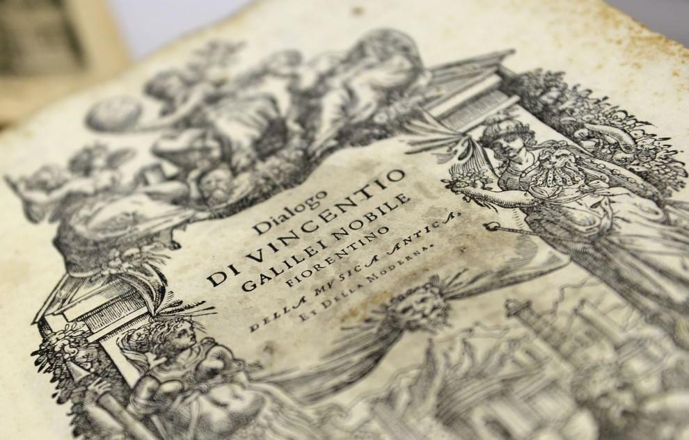 Galileo e Copernico tornano a casa: la Germania restituisce 500 libri storici