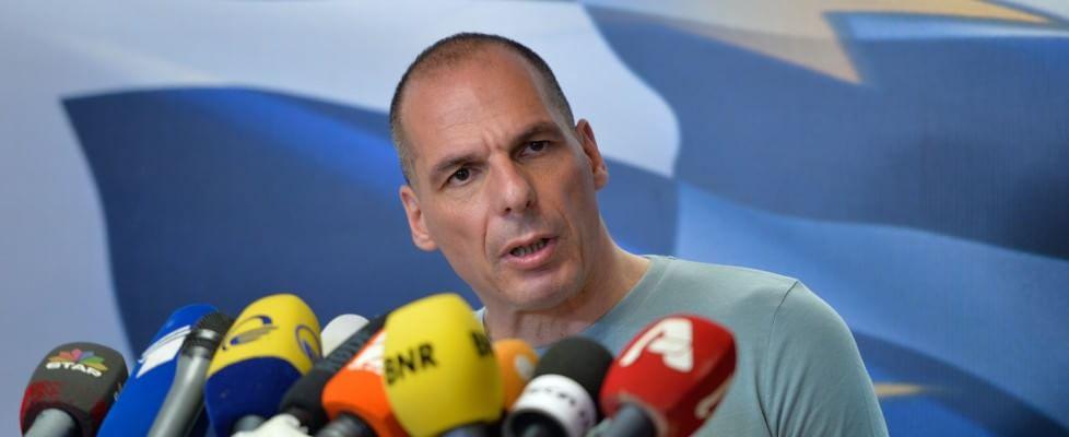 """Grecia, Varoufakis si dimette. Tsipras: """"Domani le proposte di Atene"""". Merkel-Hollande: """"Rispettiamo la Grecia, ma anche gli altri Paesi"""""""