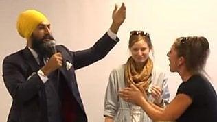 Accusa il politico di supportare la Sharia: ma lui è sikh