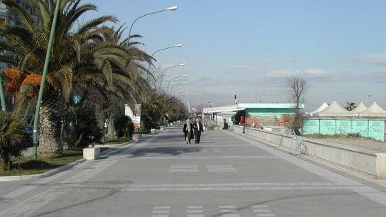 Aggressione omofoba sul lungomare a Pescara, denunciato un 21enne
