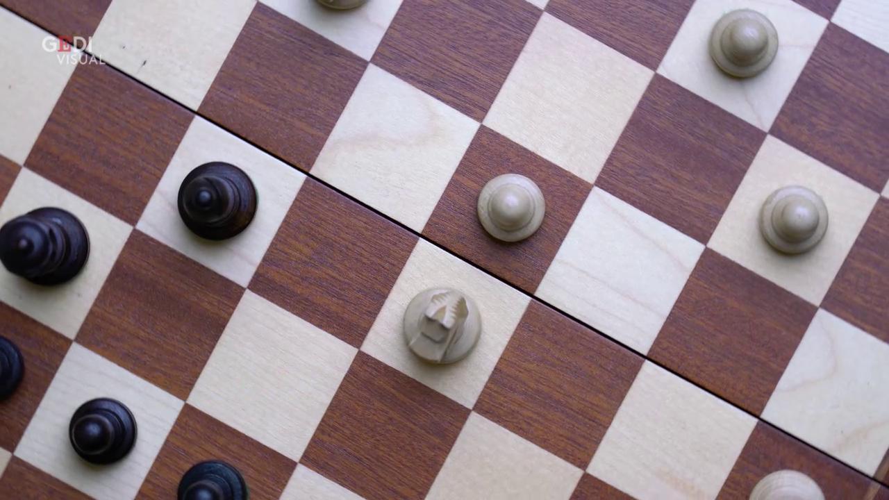 Bianco contro nero, canale YouTube di scacchi bloccato per razzismo