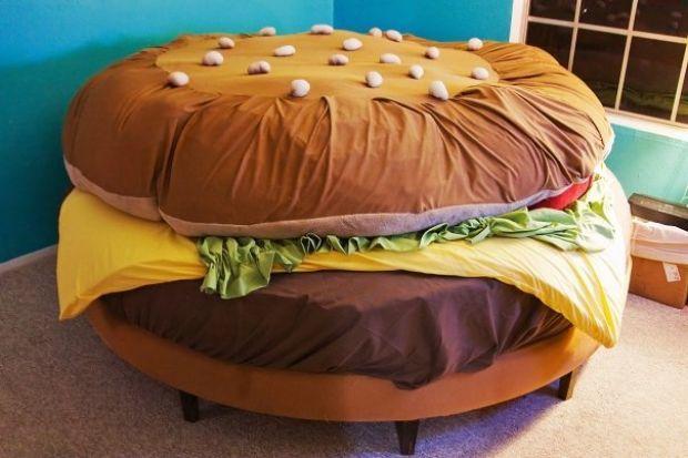 il letto a forma di hamburger{/B}