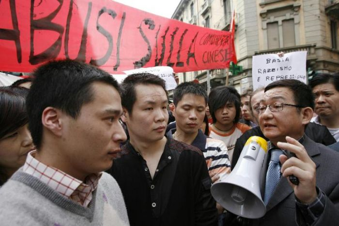 proteste cinesi a Milano (12-04-2007)