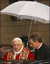 Che ne dici se oggi all'Angelus facessimo una cosa urbi et Orbi?
