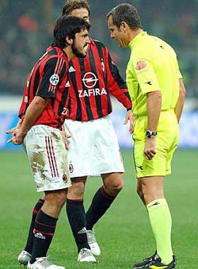 <B>Juve-Milan: Bertini chiama Moggi<br>42 telefonate per truccare la sfida</B>