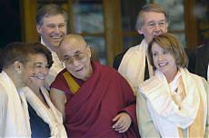 <B>Tibet, Nancy Pelosi dal Dalai Lama<br>Pechino indaga via internet </B><br>