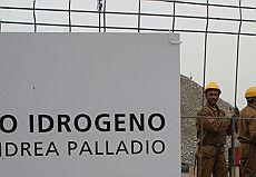 <B>Nasce in Puglia l'Italia ad idrogeno<br>Con Rifkin per l'energia pulita</B>
