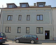 <B>Austria, reclusa in cantina 24 anni<br>Violentata dal padre, ha avuto 7 figli</B>