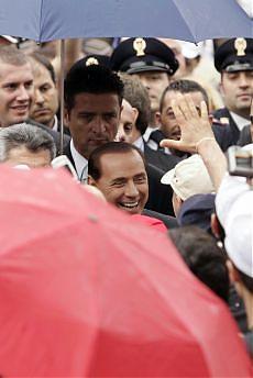 <B>E la festa della Repubblica<br>diventa la festa di Silvio</B>
