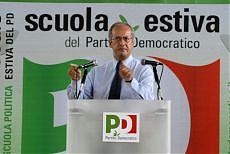 """Veltroni, duro attacco alla destra """"Stanno rovinando l'Italia"""""""