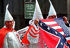 "<B>""Fermeremo Barack Obama<br>siamo il nuovo Ku Klux Klan""</B>"