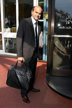 """Pd, Bersani prepara la sfida di ottobre """"Veltroni è solo il leader dei supporter"""""""