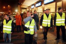 Padova, scontro fra ronde e no global immigrati contro le casacche di An