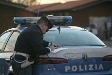 """<b>La polizia con le auto in garage <br/>""""A Roma e Napoli 500 mezzi fermi""""</b>"""