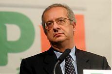 """<b>Sicurezza, la provocazione di Veltroni<br/>""""In Italia leggi razziali, Maroni mi denunci""""</b>"""