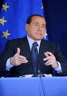 """Ue, irritazione e ironia su Berlusconi """"A chi chiedo il permesso di parlare?"""""""
