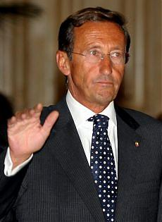 """Immigrazione, Fini risponde a Bossi """"Il vero suicidio è negare i diritti"""""""