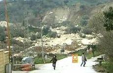 """Calabria, evacuazione di massa a Maierato Il sindaco: """"La  frana minaccia il paese"""""""