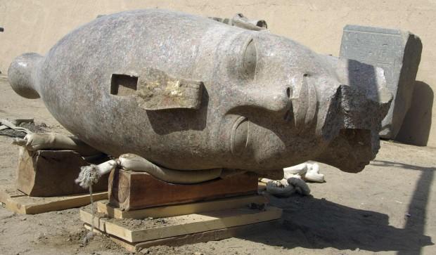 Luxor, scoperta la testa gigante di Amenofi III