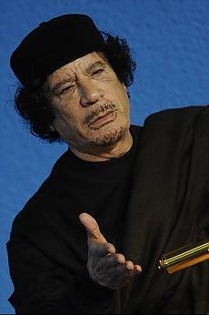 """Cnt: """"Pronto team per arrestare Gheddafi"""" Parigi conferma """"armi alla popolazione"""""""