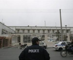 Atene, attentato al supercarcere esplode bomba, due feriti lievi
