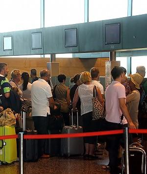"""Sciopero """"bianco"""" in Grecia caos e ritardi negli aeroporti"""
