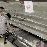 Panico nucleare a Tokyo, negozi presi d'assalto