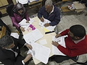 Egitto, vittoria dei sì al referendum Yemen: via il governo e in Siria nuovi scontri