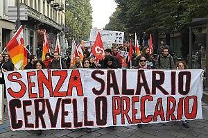 """Precari in piazza, attacco al governo """"Basta barzellette, ci rubano il futuro"""""""
