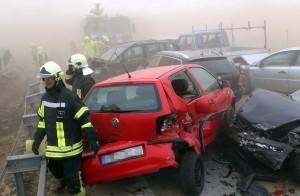 Tempesta di sabbia sull'autostrada almeno dieci morti e 60 feriti