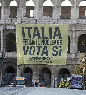Quorum, ultimo giorno di campagna Blitz di Greenpeace a Roma e Firenze