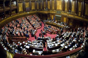 Senato, via libera a manovra: 165 sì  tafferugli in piazza, sit-in a Montecitorio