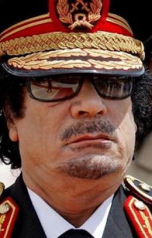 """Gheddafi torna a parlare in tv """"Ciò che accade è solo una farsa"""""""