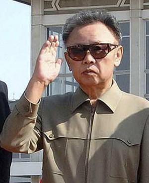 """Corea del Nord, Kim Jong il è morto l'annuncio: """"Infarto per il troppo lavoro"""""""