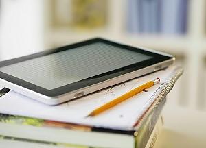 Un tablet sul banco e la scuola diventa social
