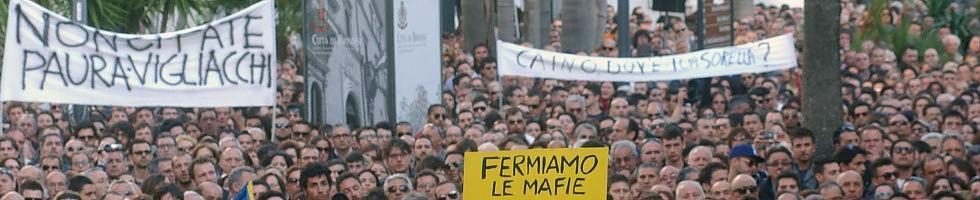Brindisi, bombe a scuola: muore sedicenne    Foto 1   /   2   /   3    Cinque feriti, una grave .     Manifestazioni  in tutta Italia -    Vd