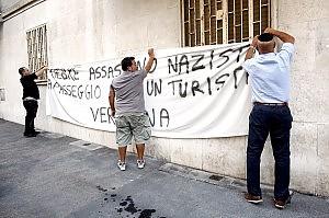 """Priebke, protesta pacifica degli ebrei """"Boia nazista, non ti perdoniamo"""""""