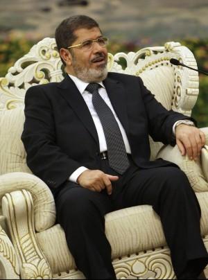"""Morsi: """"Solidarietà al popolo contro Assad"""" E la delegazione siriana abbandona l'aula"""