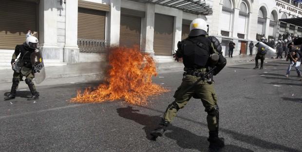 Grecia, sciopero: scontri violenti ad Atene